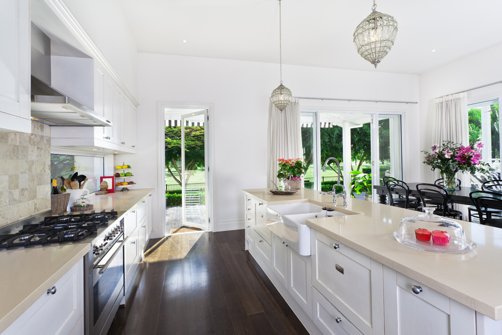 Creamy Countertops We Love This Kitchen With White Cabinetry