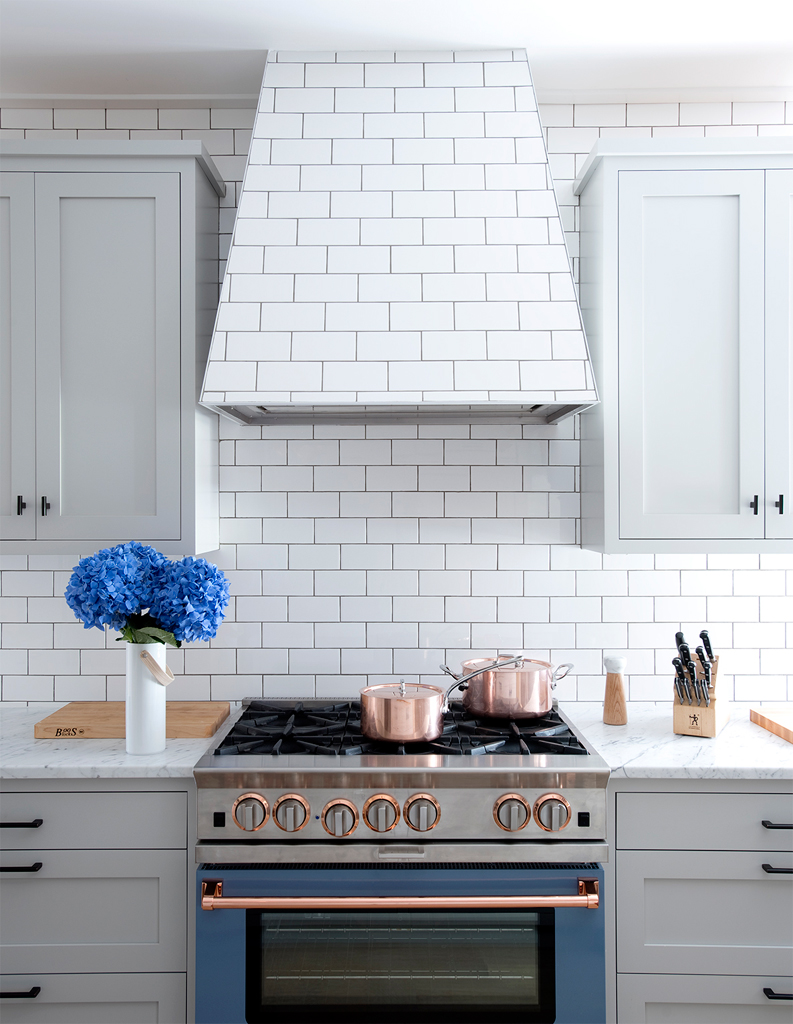 Chic Concealed Range Hoods for Your Kitchen